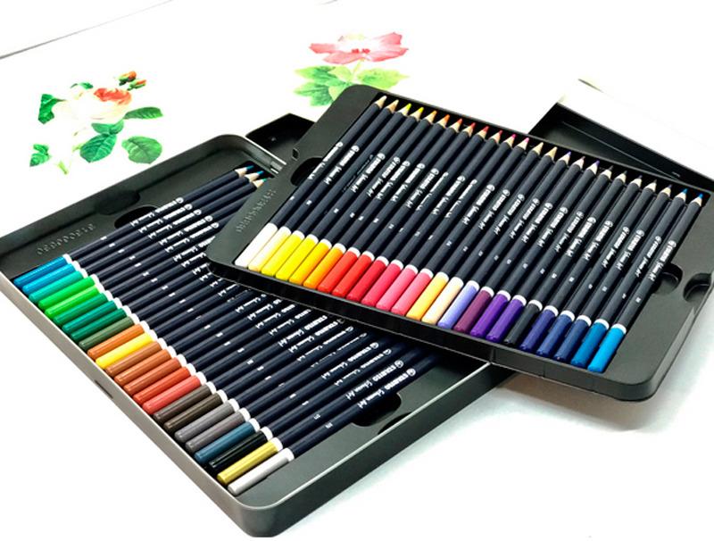 Набор цветных карандашей Stabilo Schwan Art, 1510/48 цветов, 48 цветов1510/48Серия STABILO Schwan Art - цветные карандаши с палитрой в 48 оттенков для художественных работ. Благодаря воскообразной структуре грифеля краски легко ложатся на бумагу, смешиваясь между собой и создавая огромное количество новых оттенков и цветовых переходов. Мягкий грифель позволяет контролировать интенсивность цвета и великолепно рисует на картоне и бумаге разного типа. Это отличный выбор для рисования в разных техниках: наслоение, градиент, штриховка, текстура, смешение, тонировка и другие. Наличие в составе натуральных пигментов делает цвета чистыми и натуральными. А высокое качество пигмента гарантирует высокую покрывающую способность с первого раза, равномерный блеск и насыщенность цвета по всей поверхности. Благодаря высококачественной древесине и прочному грифелю, карандаши можно заточить с разной степенью остроты, что делает возможным рисование линий разной толщины. Специальная технология, благодаря которой грифель плотно прилегает к деревянному корпусу, гарантирует его максимальную защиту от поломок. Краски STABILO не блекнут со временем и устойчивы к воздействию света и воды. Круглый корпус с многослойным лаковым покрытием удобно держать в руке. Карандаши упакованы в металлическую коробку со специальной пластиковой вставкой, в которой предусмотрены отделения для каждого карандаша. Рекомендуем!