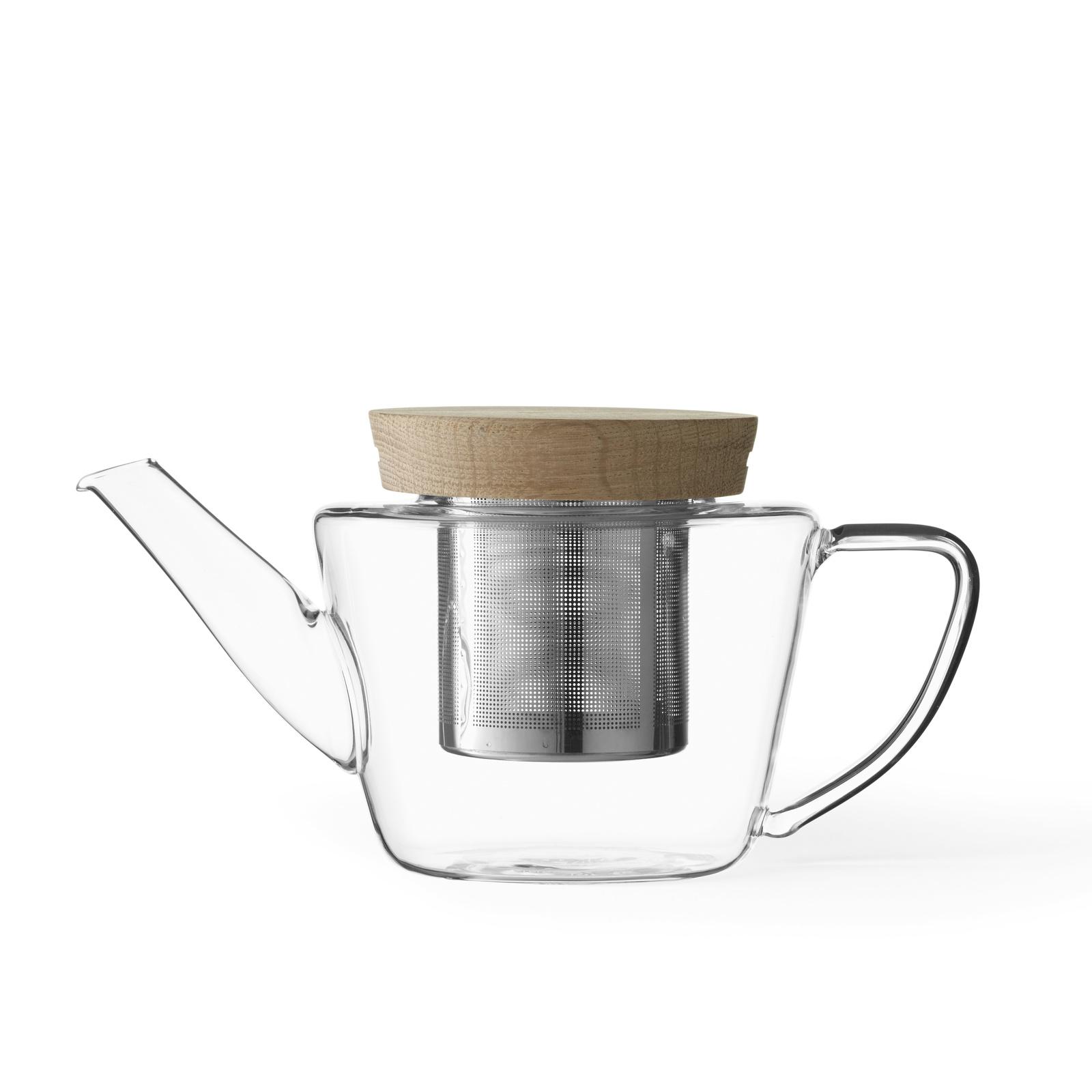 Чайник заварочный с ситечком Viva scandinaviaInfusion 0,6л.V75400В этом заварочном чайнике с ситечком выразительность минималистского стиля гармонично дополняется приятным теплом натурального дуба. Стекло и дерево - два материала, которые дарят ощущение спокойствия и гармонии. Ощутите приятное тепло и душевное равновесие с этим прекрасным чайником! Для души и внутреннего комфорта! VIVA® Scandinavia была основана в 2007 году в Дании группой дизайнеров, страстно любящих чай, чьи культурные корни сделали их приверженцами скандинавского образа жизни. В 2012 году компания получила награду Red Dot Award за заварочный чайник Infusion.