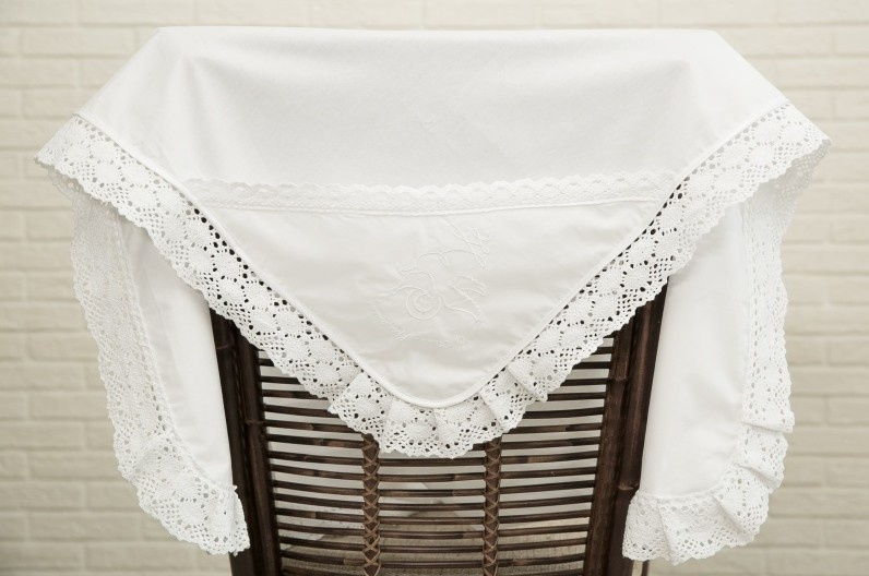 Крестильная пеленка Alivia Kids, 1280310900, белый, 90 х 90 см крестильная одежда alivia kids крестильное полотенце с крестом 130х70 12 701