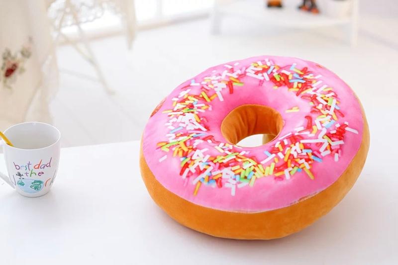 Подушка декоративная UniGood Пончик, розовый, темно-бежевый