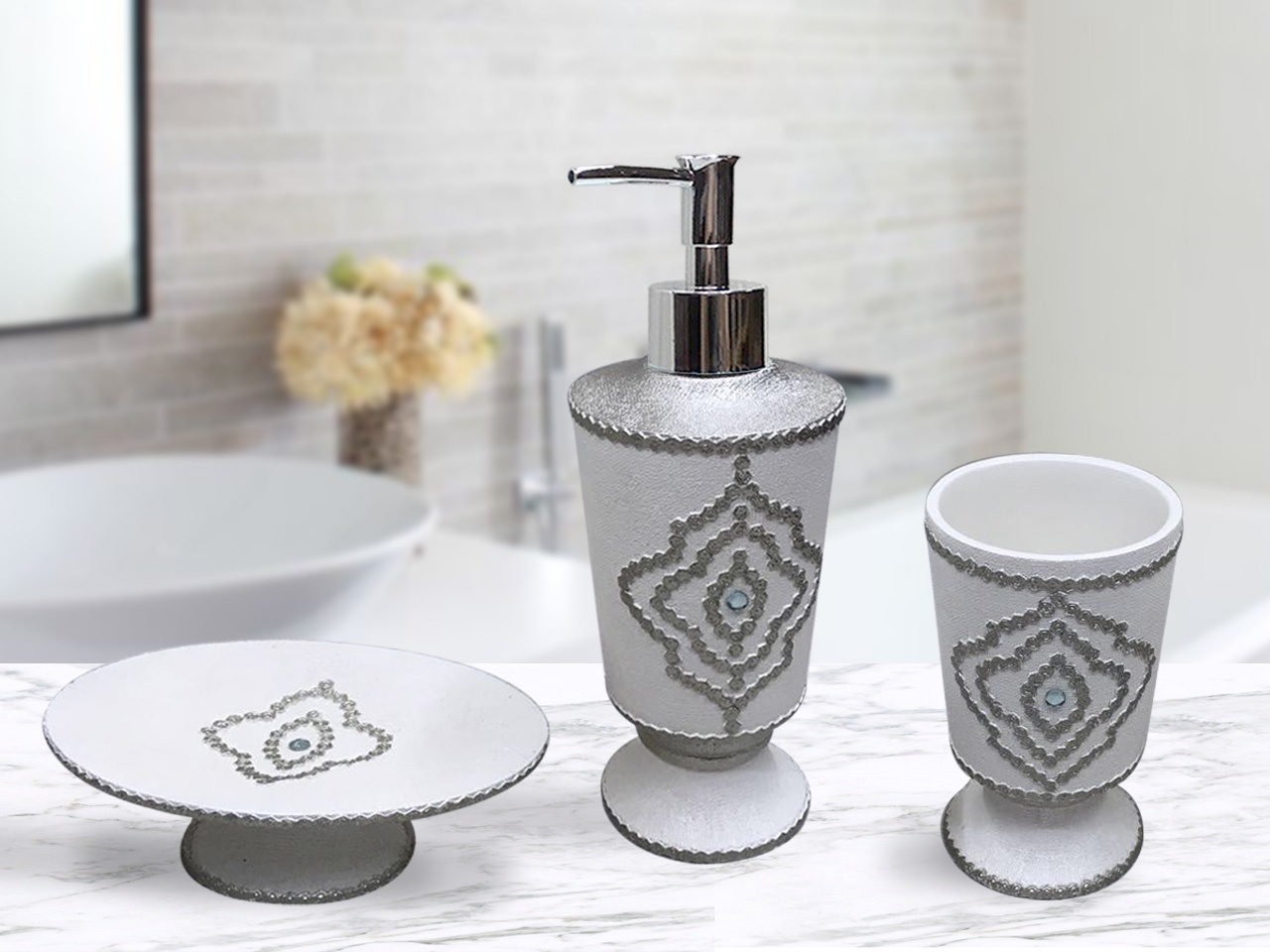 Набор для ванной комнаты №10ВК-10-нДобавьте роскоши в интерьер Вашей ванной комнаты. В наборе имеется все необходимое: дозатор для жидкого мыла, стаканчик для зубных щеток, мыльница для твердого мыла. Современный полимерный материал Полирезина - имеет прекрасные потребительские свойства, предметы довольно тяжелые и напоминают природный камень.