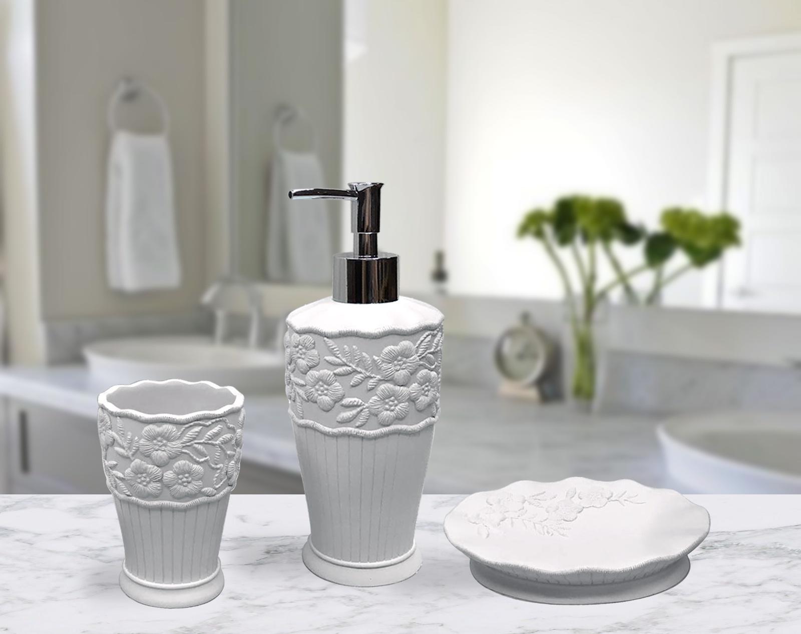 Набор для ванной комнаты №8 белыйВК-8-белыйДобавьте роскоши в интерьер Вашей ванной комнаты. В наборе имеется все необходимое: дозатор для жидкого мыла, стаканчик для зубных щеток, мыльница для твердого мыла. Современный полимерный материал Полирезина - имеет прекрасные потребительские свойства, предметы довольно тяжелые и напоминают природный камень.