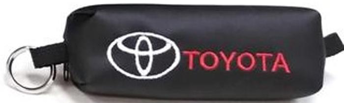 Ключница Auto Premium Toyota 6721367213Стильный аксессуар для любого автолюбителя. Ярка вышивка придает индивидуальности. Теперь ключи от автомобиля будут всегда компактно убраны, а благодаря индивидуальной вышивке Вы больше не перепутаете ключи. Рекомендуем!