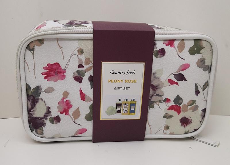 Подарочный набор Country Fresh Peony Rose Гель для душа, 200 мл + лосьон для тела, 200 мл + пена для ванны, 200 мл + мочалка подарочный набор гармония природы в розовой фирменной косметичке 50 мл 15 мл 30 мл