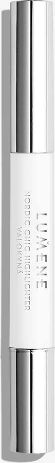 Хайлайтер Lumene Nordic Chic, средний, 1.8 млNL34-83852Универсальный хайлайтер поможет в одно мгновение вернуть коже свежий, сияющий вид, устранив признаки усталости. Светоотражающая формула помогает визуально осветлить круги под глазами и вернуть лицу свежесть и здоровое сияние. Формула с чистой арктической родниковой водой и маслом семян арктической морошки, богатой антиоксидантами, увлажняет и осветляет кожу.