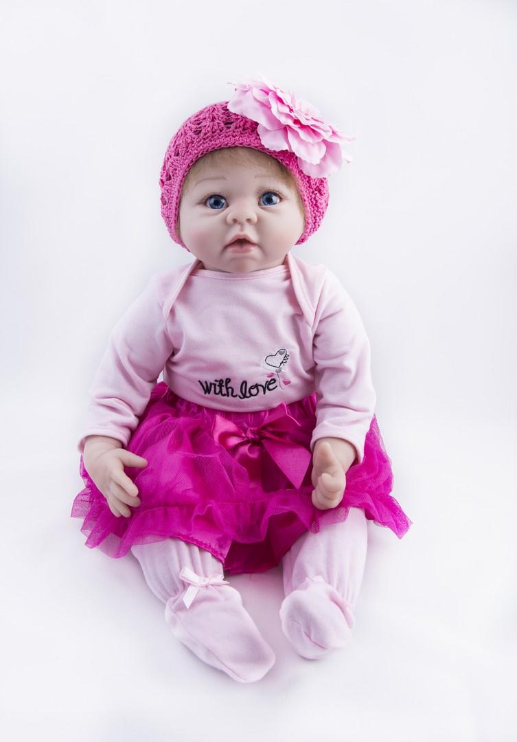 Кукла Reborn Kids Миланочка, 72-2572-25Изготовлена из высококачественных, абсолютно безопасных и гипоаллергенных материалов. Материал – силикон-винил высочайшего качества, абсолютно безопасен.Тельце – полностью силикон-винил, очень приятное на ощупь. Головка смоделирована под реальный размер ребенка. Волосики, глазки и реснички смотрятся очень реалистично! Имеет половые признаки, можно купать! В теплом костюмчике, на голове вязанная шапочка. В комплекте идет магнитная соска, подгузник, свидетельство о рождении. В красивой коробке.