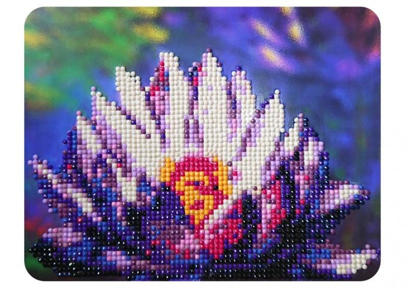 Алмазная мозаика Color Kit Алмазная картина 17х21, M007M007Комплектация набора: - картонная основа 17*21 см с напечатанной схемой картины; - акриловые круглые стразы, ограненные и отшлифованные до блеска; - карандаш и емкость для страз - для удобства захвата мозаичных элементов; - подставка ( мольберт).