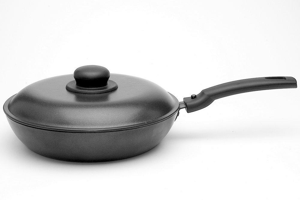 Сковорода Алита Сударыня с крышкой, 11401, черный, диаметр 24 см сковорода алита гриль 18401 черный диаметр 26 см
