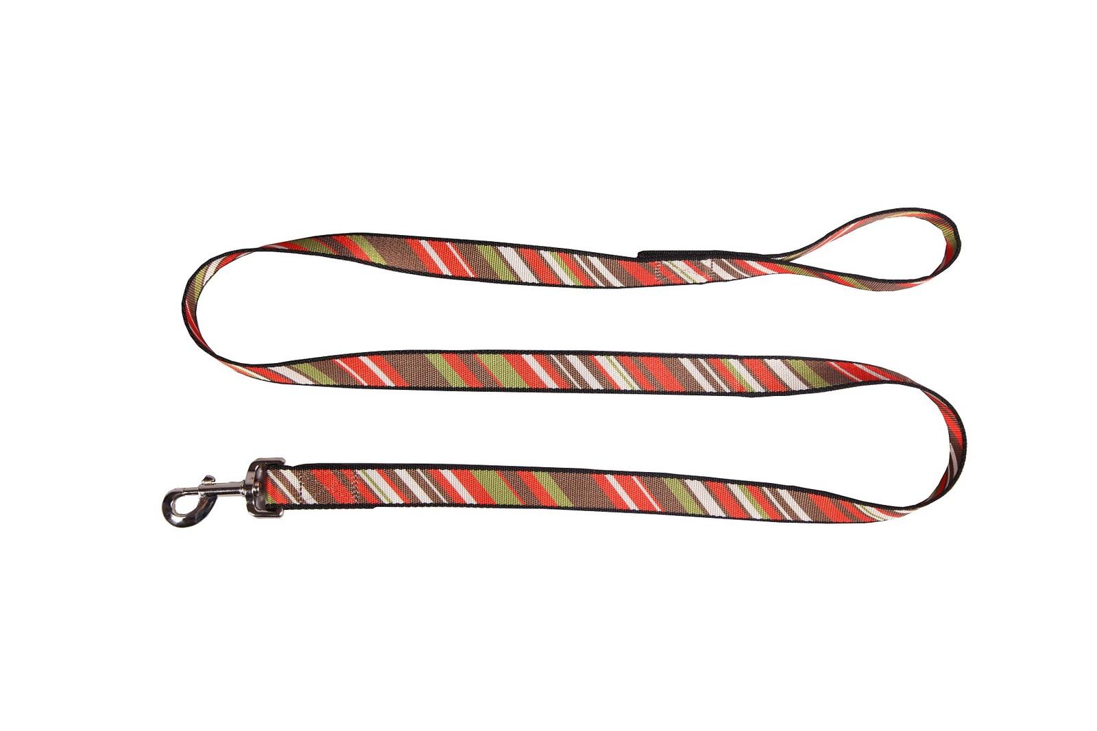 Поводок JOY 25мм х 1,5м стропа полоски наискосок для собак, красный, зеленый, черный2АМА00349Поводок для собак крупных и средних пород. Изготовлен из плотной стропы шириной 25 мм. со стильным рисунком высокого качества, устойчивым к истиранию, к выгоранию на солнце, а также к воздействию влаги. Подобрана оптимальная длина поводка, которая позволяет выгуливать собаку под контролем. Для изготовления поводка использована плотная и толстая стропа, которая не растягивается со временем. Фурнитура поводка высокого качества, обеспечивает долгий срок службы изделия, безопасность собаки и выдерживает нагрузку до 300 кг.