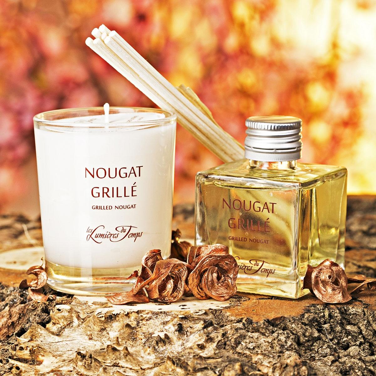 Подарочный набор Les Lumieres du Temps Нуга: аромадиффузор, 50 мл + ароматическая восковая свеча, 90 г + тростниковые палочкиCOF1 NGNOUGAT GRILLE / НУГА (миндаль — шоколад — мёд) Вкуснейший аромат, который открывается нотками миндального ореха, обладает шоколадным сердцем и завершается жжёным сахаром и мёдом.Побалуйте себя сладким! Нуга – пленяющий аромат, приправленный ноткой жженого сахара, аромат, которому отдают предпочтение любители сладостей. Крепость миндального ореха отдается в объятия молочного шоколада, а тонкий аромат натурального меда придает изюминку и завершает сладостный дуэт. Интенсивности Ваших сладостей, Вы можете регулировать количеством тростниковых палочек – чем их больше, тем и слаще Вам!В подарочный набор входят: аромадиффузор (50 мл), ароматическая восковая свеча (90 гр), тростниковые палочки, деревянная коробочка, декоративные наполнители.Во главу всего фабрика LUMIERE ставит ремесленное ручное производство, использование первичных материалов исключительно высшего качества(растительный воск, эссенции из Грааса, фитили из хлопка, БЕЗСПИРТОВЫЕ диффузоры).Ассортимент ароматов насчитывает более 60 уникальных вариантов!Благодаря воску натурального происхождения, свечи при горении не дымят и не оставляют копоть.