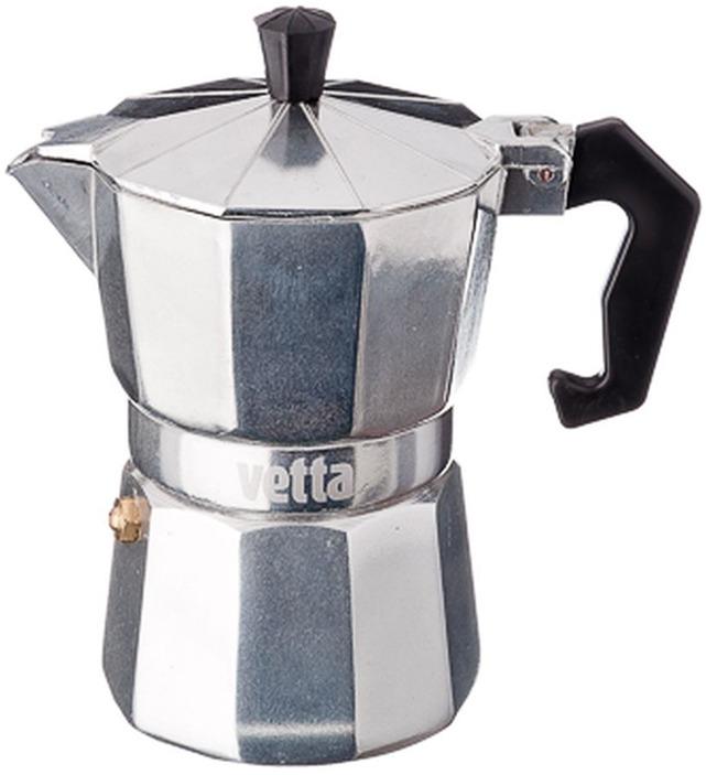 Кофеварка гейзерная Vetta, 850129, светло-серый, 300 мл850129Гейзерная кофеварка получила свое название от принципа действия - приготовляемый напиток внутри такой кофеварки действительно выглядит как гейзер - он вырывается из средней части в виде вертикальной струи. Напиток, приготовленный по принципу гейзера, получается более ароматным и с повышенным содержанием кофеина, чем фильтрованный кофе из капельных кофеварок. Гейзерная кофеварка Vettа объемом 300 мл изготовлена из качественного алюминия. Изделие состоит из двух частей (для молотого кофе и для воды), соединенных между собой. Кофеварка имеет эргономичную термостойкую ручку, которая всегда остается холодной. Подходит для использования на всех типах плит, кроме индукционных. Рекомендуем!