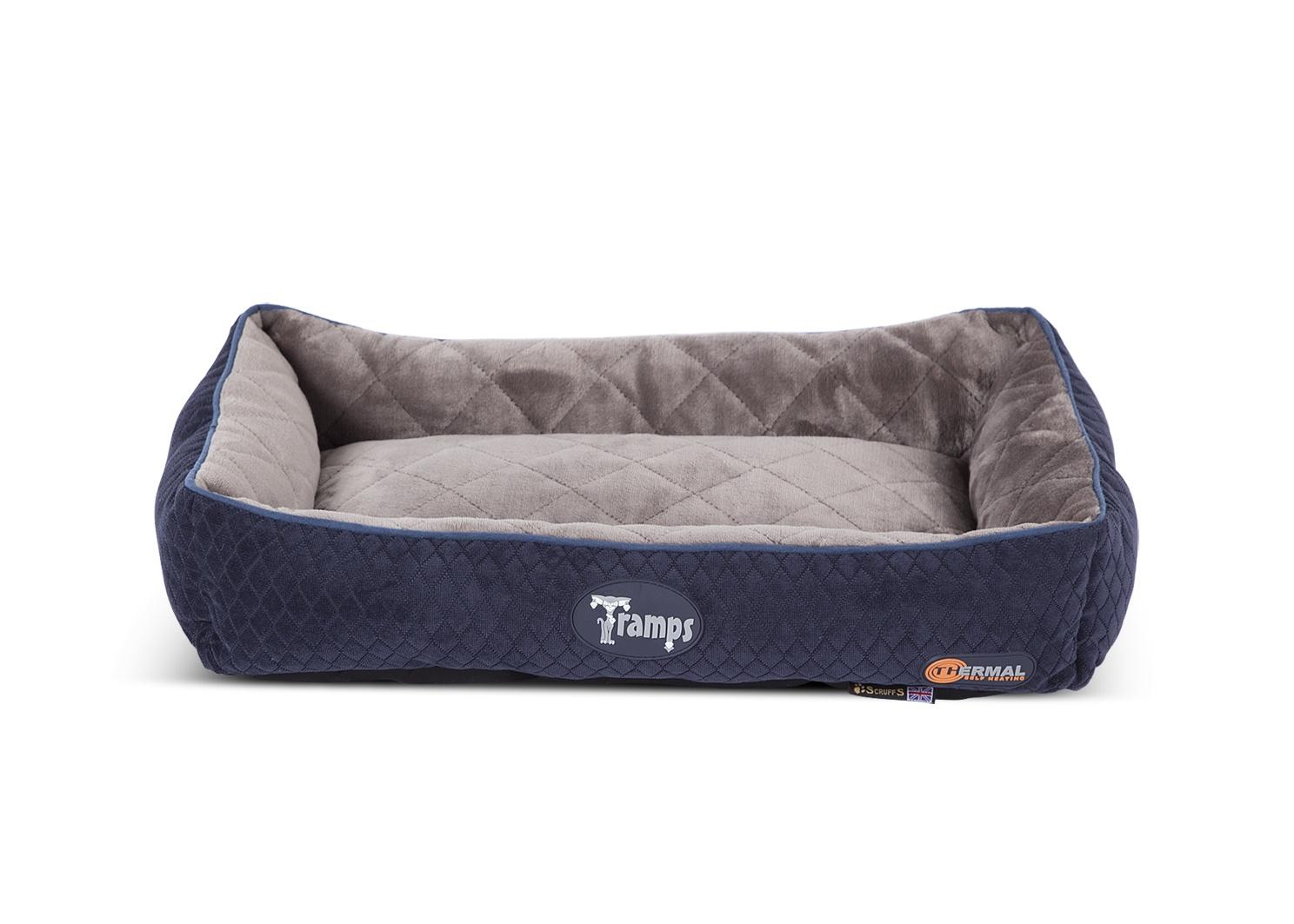 Лежак для кошек Scruffs Tramps Thermal, 934767, темно-синий, 58х40 см934767TRAMPS Thermal Lounger Лежак темно-синий 58*40см (Великобритания)Коллекция самонагреваемых лежаков Tramps идеальный выбор для животных любящих тепло и уют. Каждый лежак содержит поролоновый слой и отражающую тепло фольгу. Данный слой находится между полиэфирными волокнами и основным наполнителем лежака, который отражая тепло тела животного, согревает его.Лежак имеет стильную вельветовую обивку с внешней стороны и роскошную плюшевую внутреннюю сторону.