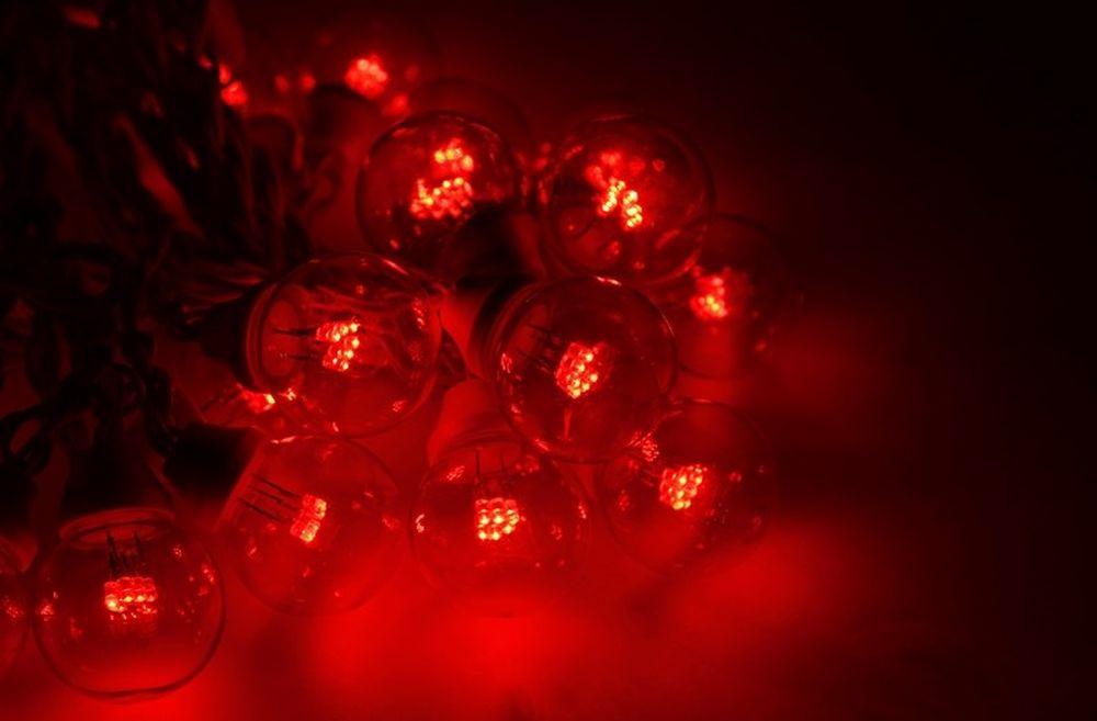 Гирлянда Neon-Night Galaxy Bulb String, светодиодная, влагостойкая, 30 ламп х 6 LED, каучуковый провод, цвет: черный, красный, 10 м гирлянда neon night galaxy bulb string светодиодная влагостойкая 30 ламп х 6 led каучуковый провод цвет черный зеленый 10 м