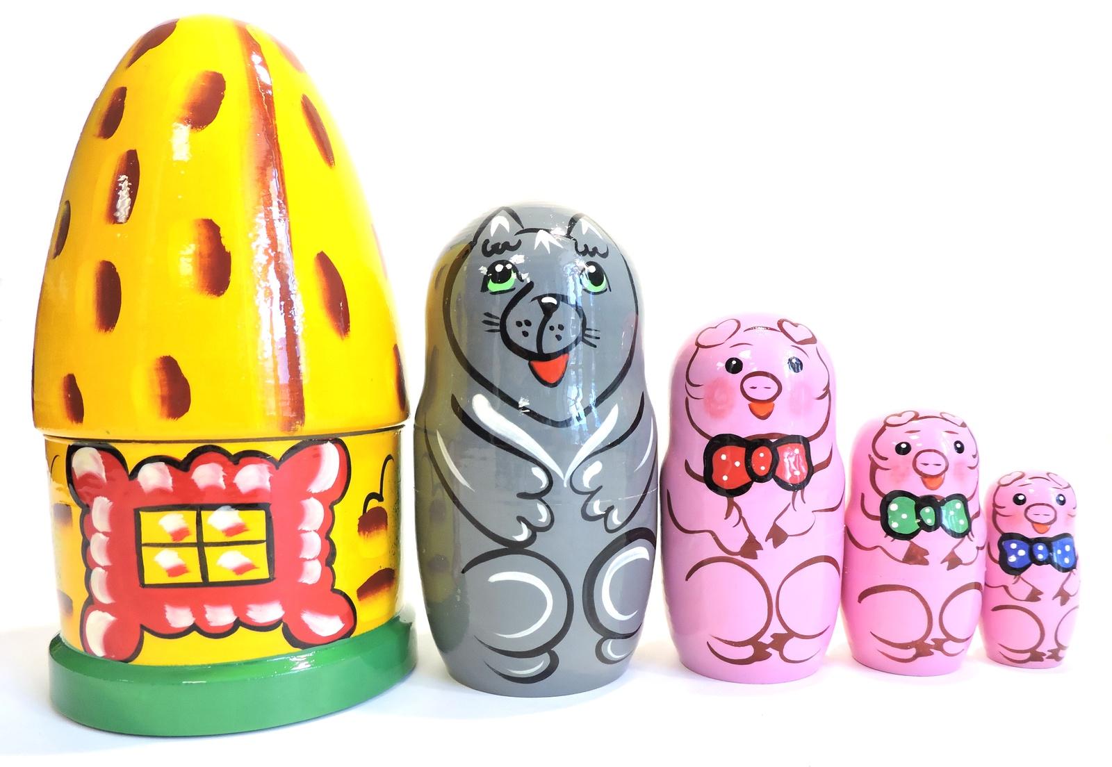 Матрешка Taowa Сказка. Три поросенка, из 5 кукол, 045-138-5, желтый, 9,5 х 9,5 х 17,5 см развивающая игрушка бэмби матрешка 3 поросенка р 45 932