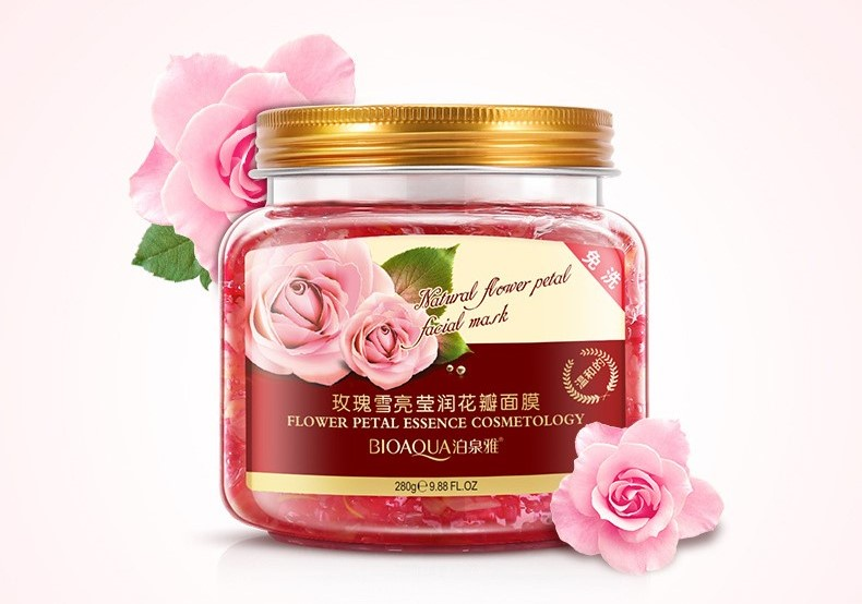 Bioaqua маска для лица с экстрактом лепестков махровой розы, 280 гр.717593Нежная маска на основе вытяжек цветочных лепестков бережно ухаживает за кожей, возвращает ей свежесть и красоту, увлажняет и разглаживает морщины. Масло розы содержит гераниол, розеол, фарнезол, цитронеллол, фенилэтинол, лауриновую, пальмитиновую и арахиновую кислоты. Благодаря такому составу роза обладает омолаживающим и разглаживающим эффектами, регулирует работу сальных желез, увлажняет и питает кожу, помогает бороться с сухостью и шелушениями, придаёт коже лица здоровый цвет.
