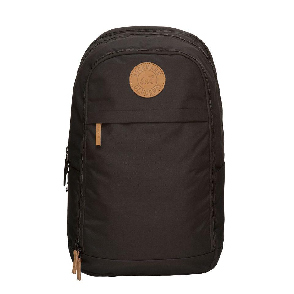 Рюкзак для мальчика Beckmann Urban, 7049985830021, черный7049985830021Это популярный ретро рюкзак с ностальгическим логотипом и с изысканными кожаными деталями. Рюкзак имеет нагрудный ремень и алюминиевую шину в спинке рюкзака, что придает жесткость и хорошие несущие качества. Отдельный отсек для ноутбука.