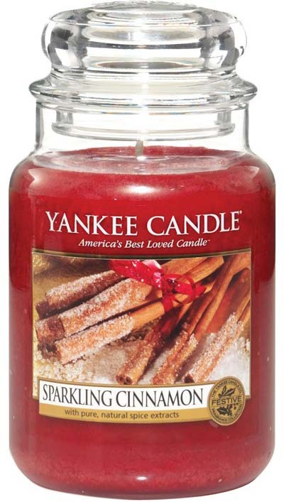 Свеча ароматизированная Yankee Candle Sparkling Cinnamon Сверкающая корица, большая, в стеклянной банке, 1100952E, бордовый, 623 г ароматическая свеча yankee candle summer peach jar candle объем 623 г 623 мл