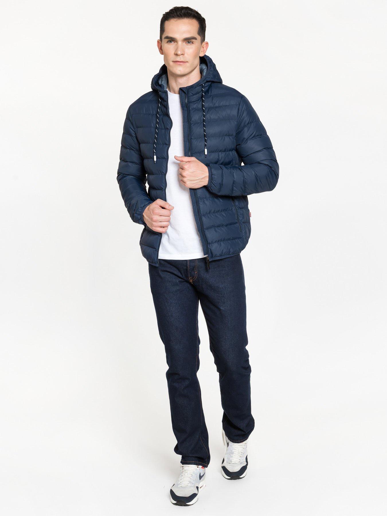 Куртка Amimoda 10206-02-48 синий, 48 размер10206-02-48Мужская стеганая куртка, прямого силуэта. Застегивается на молнию в цвет куртки. По бокам два прорезных кармана, так же застегиваются на молнию. Наполнитель 100% холлофайбер. Куртка подойдет для теплой зимы. Воздухо и водо не проницаемая. Хорошо удерживает тепло. Длина по спинке 65-70 см в зависимости от размера. Длина рукава 68 см.