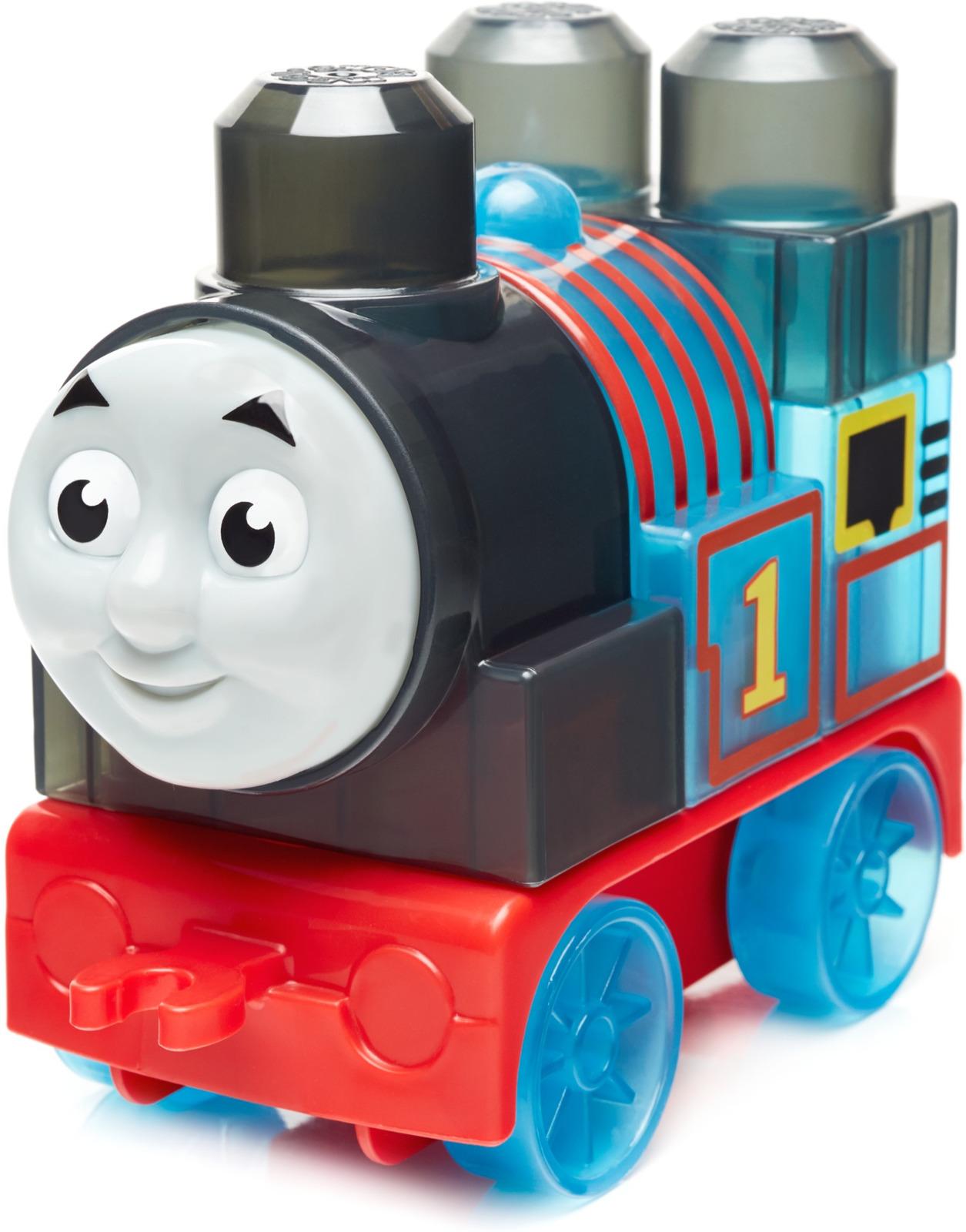 Конструктор пластиковый Mega Bloks Thomas & Friends Паровозик Томас, DXH47_FLY95DXH47_FLY95Паровозик Томас - синий паровозик №1. Это - забавный паровозик, который часто попадает в переделки, поскольку нередко берется за такие дела, которые под силу лишь более мощным и опытным паровозикам. Но в мире паровозика Томаса на небе недолго ходят тучи; он всегда быстро отходит от неудач и возвращается к работе в депо на собственной железнодорожной ветке. Томас усердно работает и всегда стремится быть очень полезным. Самые маленькие поклонники известного мультфильма Томас и его друзья теперь могут собирать свой любимый паровозик из больших блоков и основания с колесиками.
