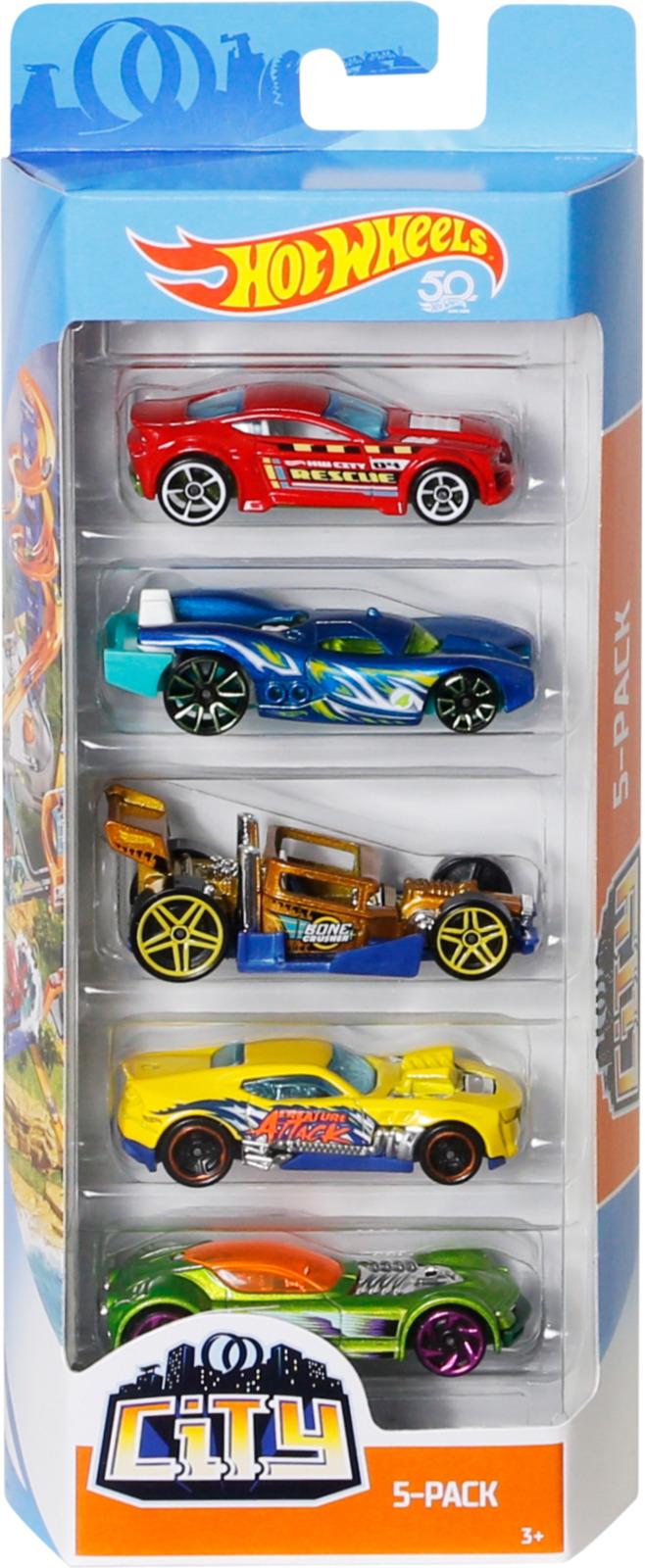 Набор машинок Hot Wheels Flames, 1806_FKT61, 5 шт1806_FKT61Набор из 5 машинок включает в себя разные по дизайну и цвету автомобили, выполненные в масштабе 1/64. Все они очень яркие и красочные, а их качество, как и у всех машинок Хот Вилс, просто на высоте! Если ты хочешь стать обладателем моделей машин из фильма «Бэтмэн» или получить серию автотехники будущего, а может, стать гонщиком сверхмощных роадстеров, эти тематические наборы - лучший выбор. Рекомендуем!