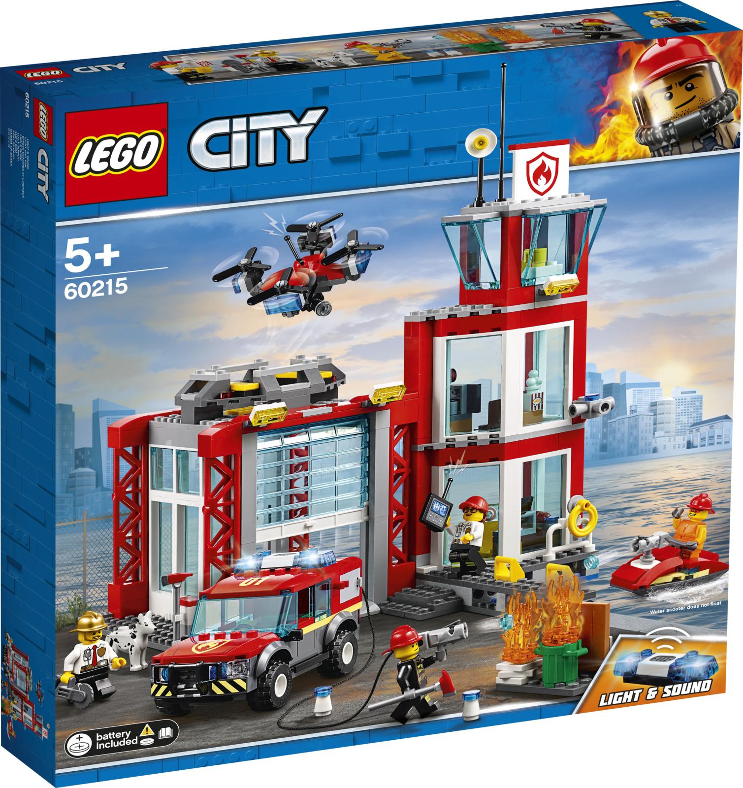 LEGO City 60215 Пожарное депо Конструктор60215Отдохни вместе с товарищами по пожарной службе из Пожарного депо! Возьми чашку кофе и попкорн, пока ждёшь нового вызова у телевизора в Пожарном депо в компании пожарного пса. Подожди-ка, из-за чего звучит тревога? Где-то в городе вспыхнул пожар! Включи фары и сирену на внедорожнике, чтобы расчистить дорогу, пока твой напарник запускает беспилотник для разведки места пожара сверху. Успеешь ли ты? Это еще один захватывающий день для Экипажа пожарных города LEGO City!