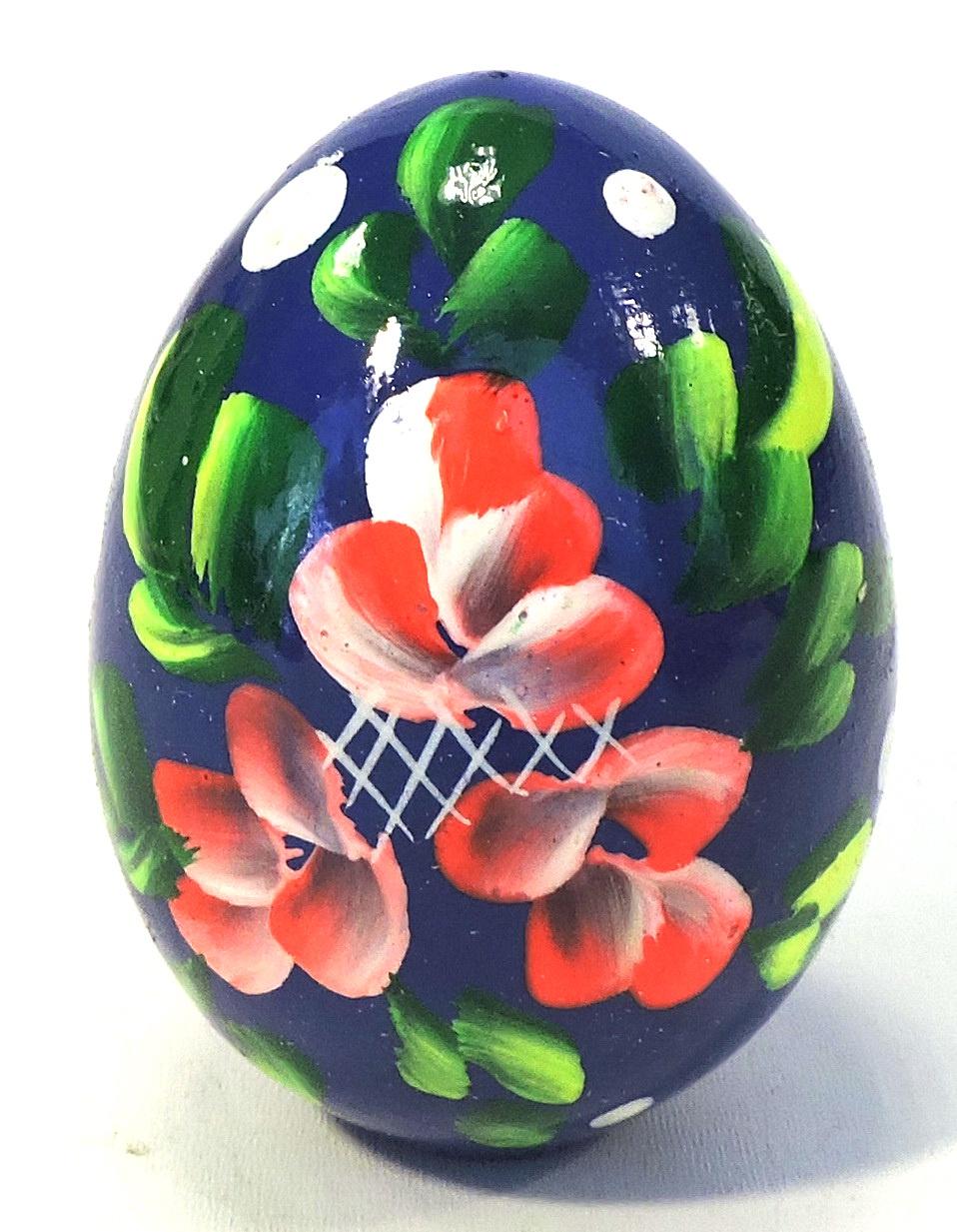 Пасхальные сувениры . Яйцо среднее синее с цветами и зеленью