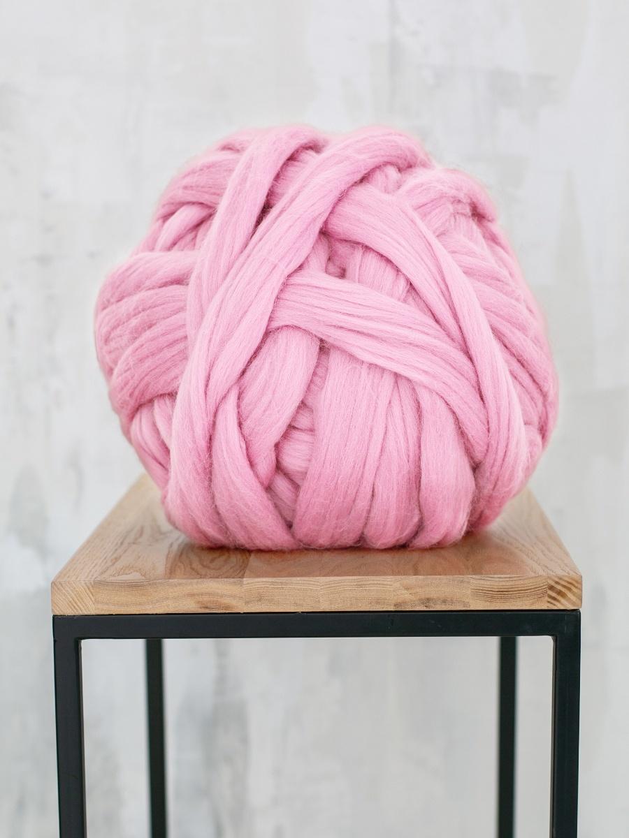 Толстая пряжаPO1/светло-розовыйПряжа из 100% мериносовой шерсти - теплая, мягкая, воздушная! Для того, чтобы связать плед размером 80х120 см, понадобится 2 кг данной пряжи.