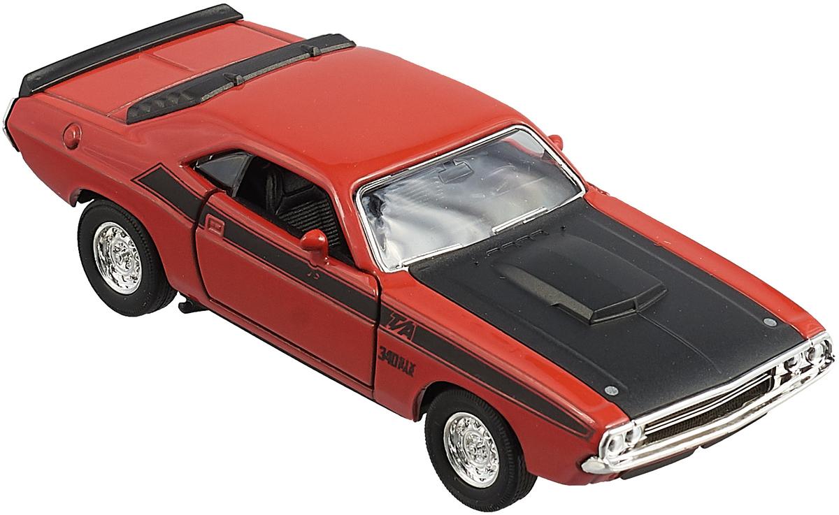Модель автомобиля Welly Dodge Challenger 1970, 43663, красный43663_красныйМодель винтажной машины Dodge Challenger 1970 Эта реалистично исполненная машинка сможет порадовать как родителей, так и детей высококачественной сборкой. Играя с ней, маленький ребенок будет развивать фантазию и моторику, координацию и ловкость. Особенности: - Dodge Challenger является культовым автомобилем 70-х годов, который принадлежал концерну Chrysler Corporation. - Игрушка имеет высокую степень детализации и прорисовки, он ничем не отличается от своего прототипа. - Она позволит маленькому фантазеру разыгрывать увлекательные сюжеты, воссоздавая захватывающие гонки из фильмов или придумывая собственные. - Машинка имеет вращающиеся колеса с прорезиненными шинами и открывающиеся дверцы. - Салон автомобиля дополнен сиденьями для водителя и пассажиров, а также реалистично исполненным рулем. - Машинка имеет удобные для детских рук размеры и изготовлена из прочных, устойчивых к повреждениям материалов.