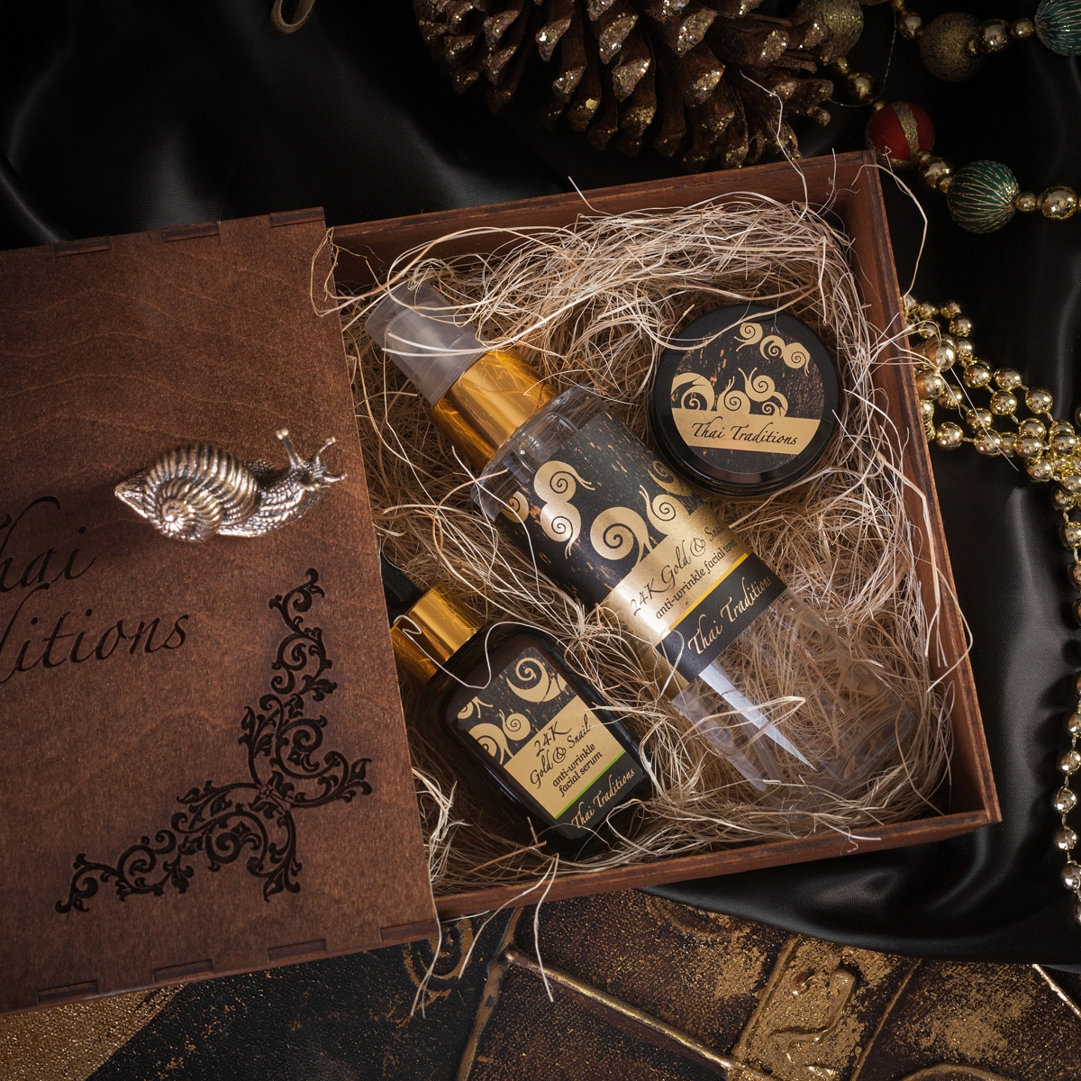 """Подарочный набор для лица Thai Traditions """"Золотая Улитка"""" 40+, Тоник-спрей для лица, 100 мл + Крем-лифтинг для век, 20 мл + Сыворотка от морщин для лица, 30 мл"""