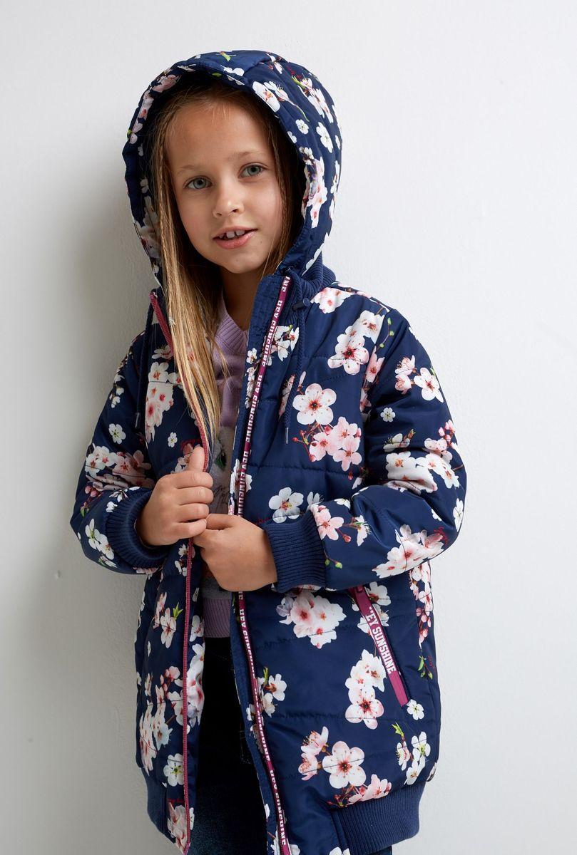 Куртка для девочки Acoola Lipa, цвет: разноцветный. 20220130166_9000. Размер 10420220130166_9000Числовые замеры изделия:[nl] - Ширина изделия по линии груди 39,5 см[nl] - Ширина изделия по линии талии 38 см[nl] - Ширина по низу изделия 34 см[nl] - Длина рукава 41 см[nl] - Длина изделия 52 см[nl] Разница между размерами составляет 1,5 см.[nl] На ребенке представлен размер 110[nl] [nt] Удлиненная куртка бомбер из понжи с водоотталкивающим покрытием и ярким цветочным принтом. Модель декорирована яркой отделкой с контрастными надписями. Съемный капюшон на молнии с регулятором объема и утяжками. Трикотажные воротник-стойка, манжеты и низ изделия. Застежка-молния с защитой подбородка. Два прорезных кармана на молнии по бокам. На подкладке.[nl] Рекомендованный температурный режим*: от 0 до +10[nl] Утеплитель: Синтепон[nl] Вес утеплителя: 230 гр.[nl] [nl] *Температурный режим носит рекомендательный характер. Ощущение тепла и холода зависит от теплообмена ребенка.