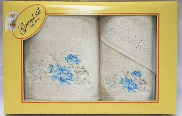 Набор банных полотенец Grand Stil Набор полотенец Виола 32*33+48*90+68*135, GS-H49nb, бежевыйGS-H49nbСалфетка, лицевое и банное полотенца в подарочной коробке. Торговая Марка «Гранд стиль» производит и реализует текстиль только наивысшего качества. Мы предлагаем махровые изделия изготовленные из бамбука хлопка и модала. Дизайн разнообразен - это вышивка, печать, бордюр, аппликация, тканевые вставки, кружево, органза и даже бусины. Наши полотенца прекрасно впитывают влагу, не линяют и не выцветают даже после многократных стирок.