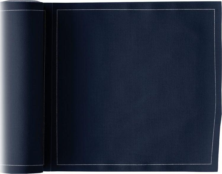 Салфетка столовая My Drap Petrol Blue, Л8902, темно-синий, белый, 25 шт в рулонеЛ8902Эксклюзивная ткань из 100% хлопка My Drap отличается высочайшим качеством и точностью исполнения. Производитель салфеток из хлопка Texia (My Drap)- столетняя текстильная компания, основанная в Барселоне в 1917 году.My Drap – это единственный бренд, производящий хлопковые и льняные столовые подстановочные салфетки в рулоне. Текстильные салфетки My Drap обладают многочисленными преимуществами: Рулонные салфетки с «разрезом», бесшовные края салфеток. Салфетки можно стирать, стирка не менее 10 раз, Обширный выбор размеров, форматов и цветов. Созданные по инновационным технологиям, салфетки имеют безупречную прочность. Руководство компании заботится о бережном отношении к окружающей среде – салфетки являются биоразлагаемым продуктом.