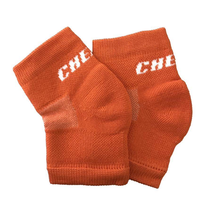 Наколенники Chersa, вязанные, цвет: оранжевый. Размер M208_оранжевый_MЭластичный вязаный наколенник обеспечит легкую фиксацию и согревающий эффект, мягкая резинка надежно фиксирует наколенник на ноге. Так же этот яркий аксессуар дополнит образ спортсменки. Декорирован фирменной вышивкой. Состав: хлопок - 80%, полиамид - 15%, эластан - 5%.
