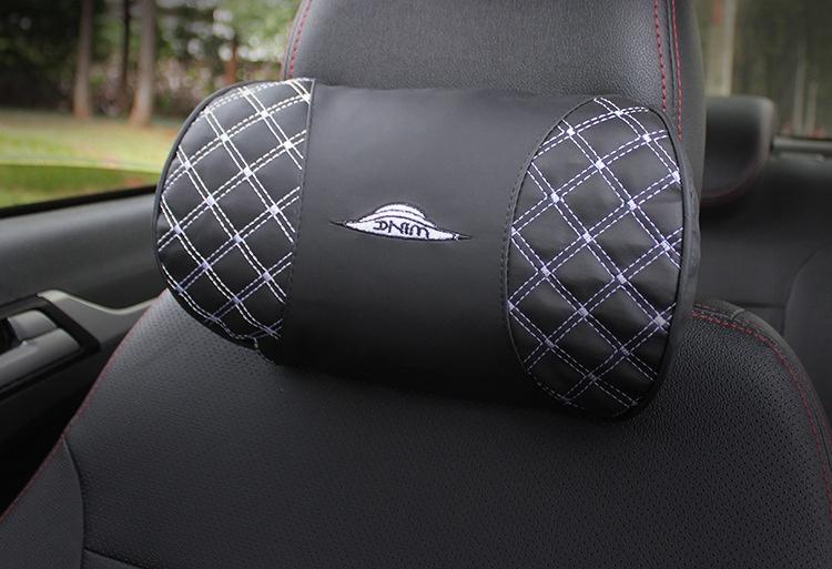 все цены на Подушка на сиденье CarBull Подушка под голову в авто PIL-06, PIL-06, черный онлайн