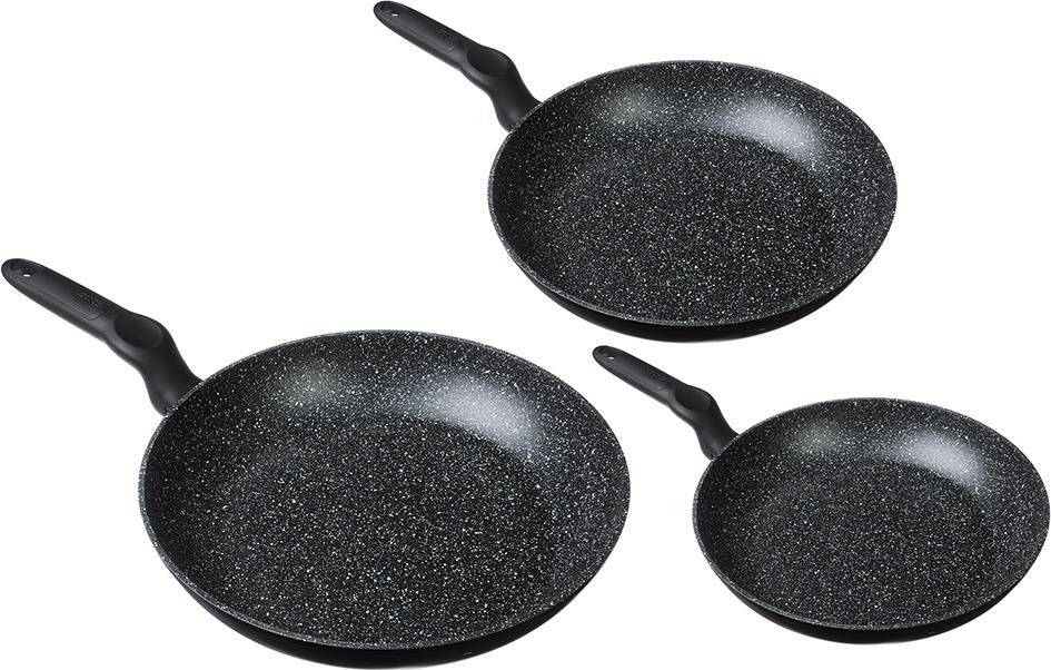 Набор посуды для приготовления Satoshi Стоун, 846440, черный, 3 предмета846440Сковороды SATOSHI Стоун выполнены из высококачественного литого алюминия, с антипригарным мраморным покрытием черно-белого цвета. Изделия оснащены эргономичной бакелитовой ручкой с покрытием софт-тач, которая не нагревается в процессе приготовления пищи. Сковороды дают возможность готовить без масла и жира, обеспечивают равномерное распределение тепла, сохранение питательных веществ, быстрый нагрев, легкий уход. Подходят для использования на всех типах плит, включая индукционные.