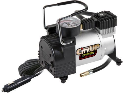 Автомобильный компрессор City-Up Компрессор, черно-серыйAC-580Автомобильный компрессор поршневого типа предназначен для подкачки шин автомобилей R13-R18, мото, велотехники, а так же спортивного инвентаря.Мощность: 150W. Напряжение питания DC: 12V. Создаваемое давление до: 10 Атмосфер. Производительность: 35 л/мин
