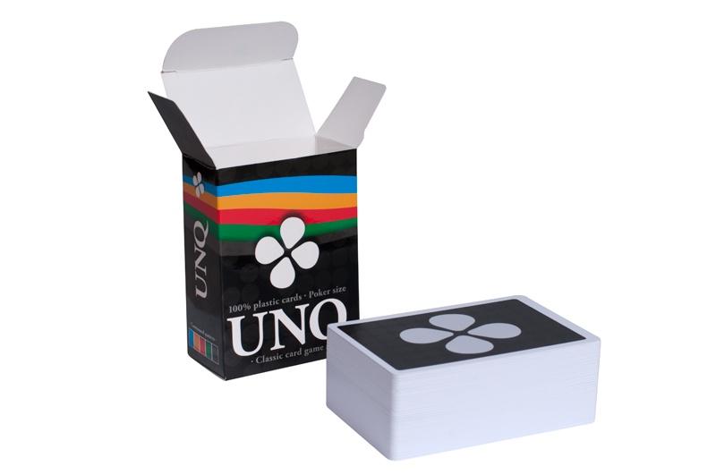 Настольная игра Partida Unique (Uno с картами 100% пластик)uniqueКарточная игра Uno, которая понравится всем, независимо от возраста, социального положения и опыта в настольных играх. За ней будут собираться друзья и родственники, коллеги и незнакомцы в погоне за весельем времяпрепровождением. Вдобавок она выполнена в компактном размере, благодаря чему не занимает много места в сумке. Ее можно брать с собой везде – на вечеринку, в гости, на дачу, на отдых и т.д. Вдобавок, сами пластиковые карты намного «живучее», нежели картонные и можно не беспокоиться о долговечности – множество игр будет сыграно.