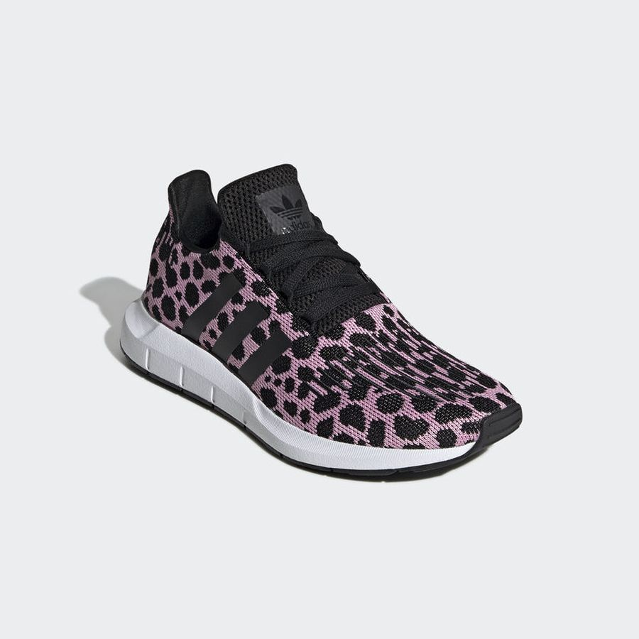 Кроссовки adidas Swift Run W
