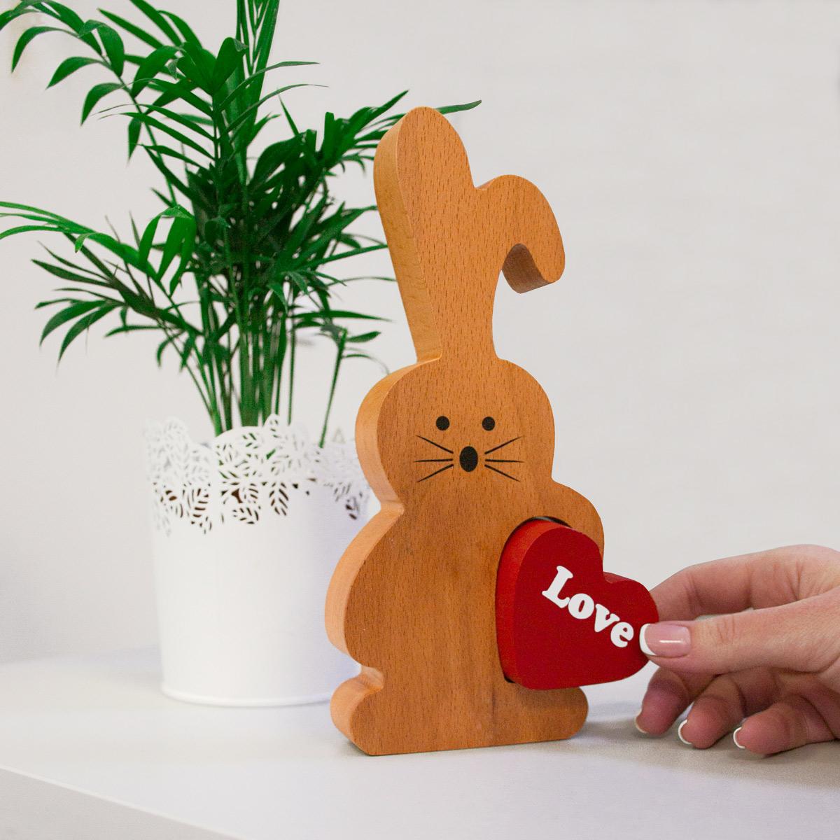 Фигурка декоративная Дубравия Заяц с сердцем, SVE-101-001, Дерево сувенир 48