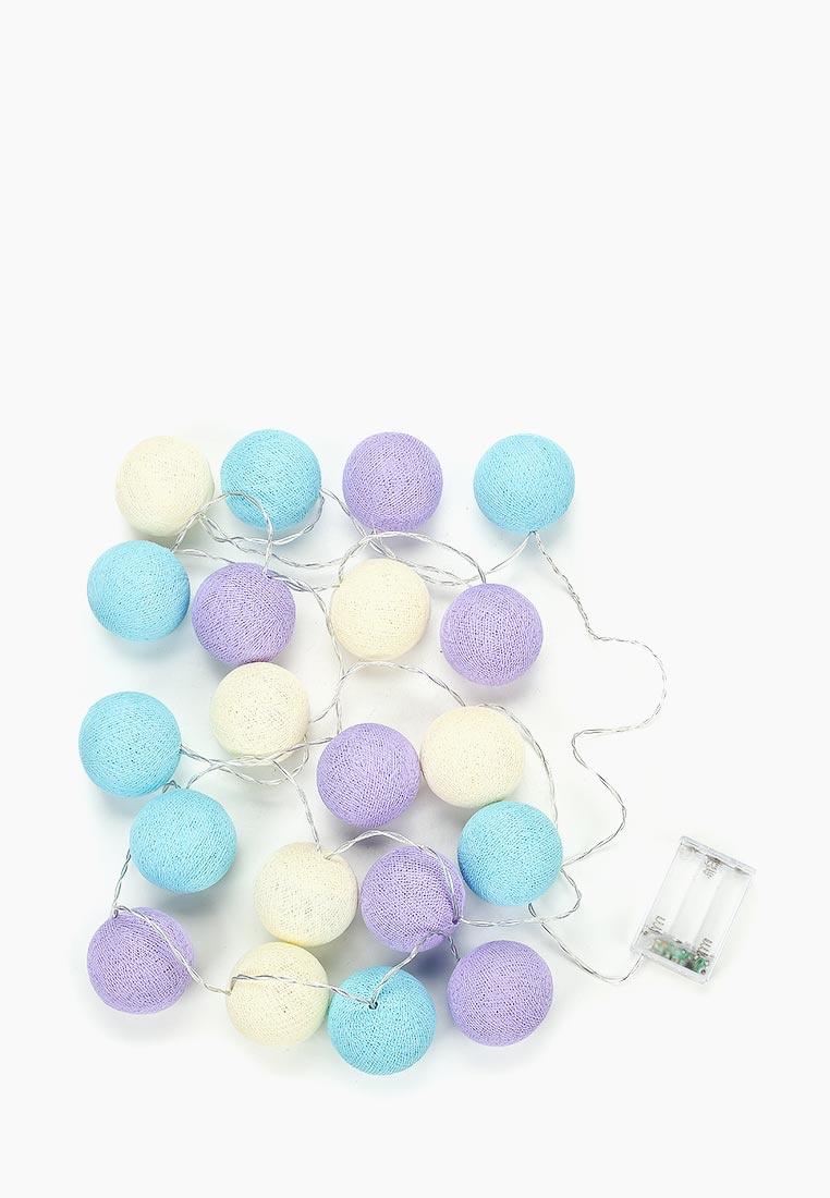 Подвесное украшение Lares & Penates Лилово-голубая, 1701, голубой1701Гирлянда выполнена вручную из хлопковой нити. Диаметр шарика 6-6,3см. Гирлянда из хлопковых шариков ручной работы это уют и сказочное свечение в вашем интерьере. Гирлянда от сети 20 фонариков 3м + 150см до вилки. Выключатель на проводе общая длина 3,5м. Расстояние между шариками 15см.