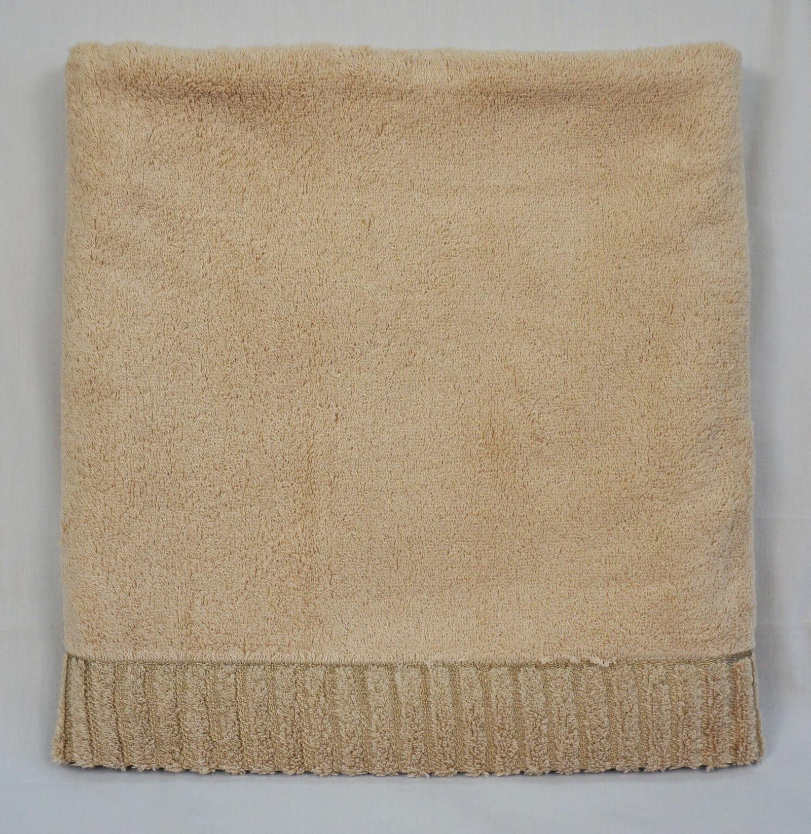 Полотенце банное Grand Stil Соло, размер 70*140, G-K657-ab, коричневыйG-K657-abkБанные махровые полотенца.Торговая Марка «Гранд стиль» производит и реализует текстиль только наивысшего качества. Мы предлагаем махровые изделия изготовленные из бамбука хлопка и модала. Наши полотенца прекрасно впитывают влагу, не линяют и не выцветают. Двухсторонние полотенца бамбук+хлопок.