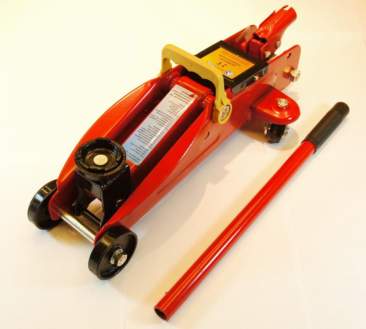 Гидравлический домкрат Autoluxe подкатной грузоподъёмностью до 2 тонн, красный гидравлический домкрат autoluxe подкатной грузоподъемность до 3 тонн красный
