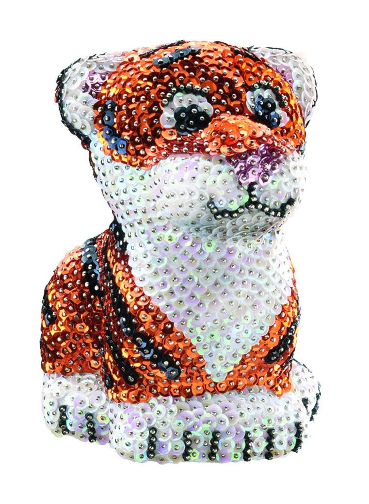 """Мозаика Sequin Art /KSG Объемная фигурка Тигр1122Объемная фигурка с блестками """"Тигр"""". Сделайте сияющую фигурку из блесток, просто накалывая их по контуру рисунка при помощи булавок. В набор входит: фигурка из пенопласта, пайетки, булавки."""