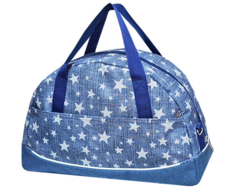 Саквояж Tltriumph Дорожно-спортивная, ССД-14, ССД-14 джинс звезды, серыйССД-14 джинс звездыВместительная сумка сразу же привлечет внимание молодых и энергичных. Небольшие размеры и современный дизайн сумки позволят использовать ее в городских условиях для занятия спортом и фитнесом. Функциональные свойства сумки обеспечат комфорт и удобство в любой поездке. Закрывается на молнию, носится в руке, на плече или через плечо. В комплекте плечевой ремень, который регулируется по длине.