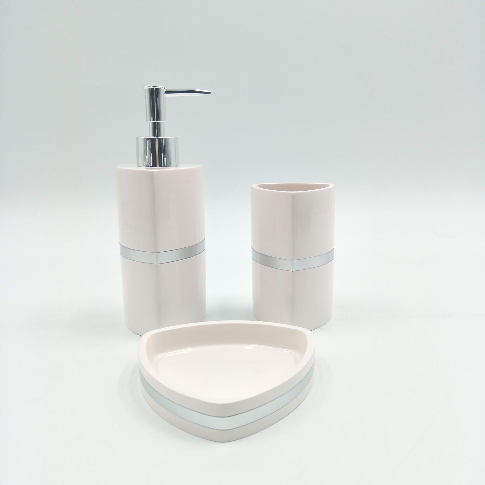 Набор для ванной комнаты Sofi de Marko ВК-55-розГ, ВК-55-розГ, розовыйВК-55-розГПодарочный набор для ванны. Комплектация: Дозатор для жидкого мыла Стаканчик для зубных щеток Мыльница для твердого мыла 100% Полирезина Упаковка: подарочная коробка
