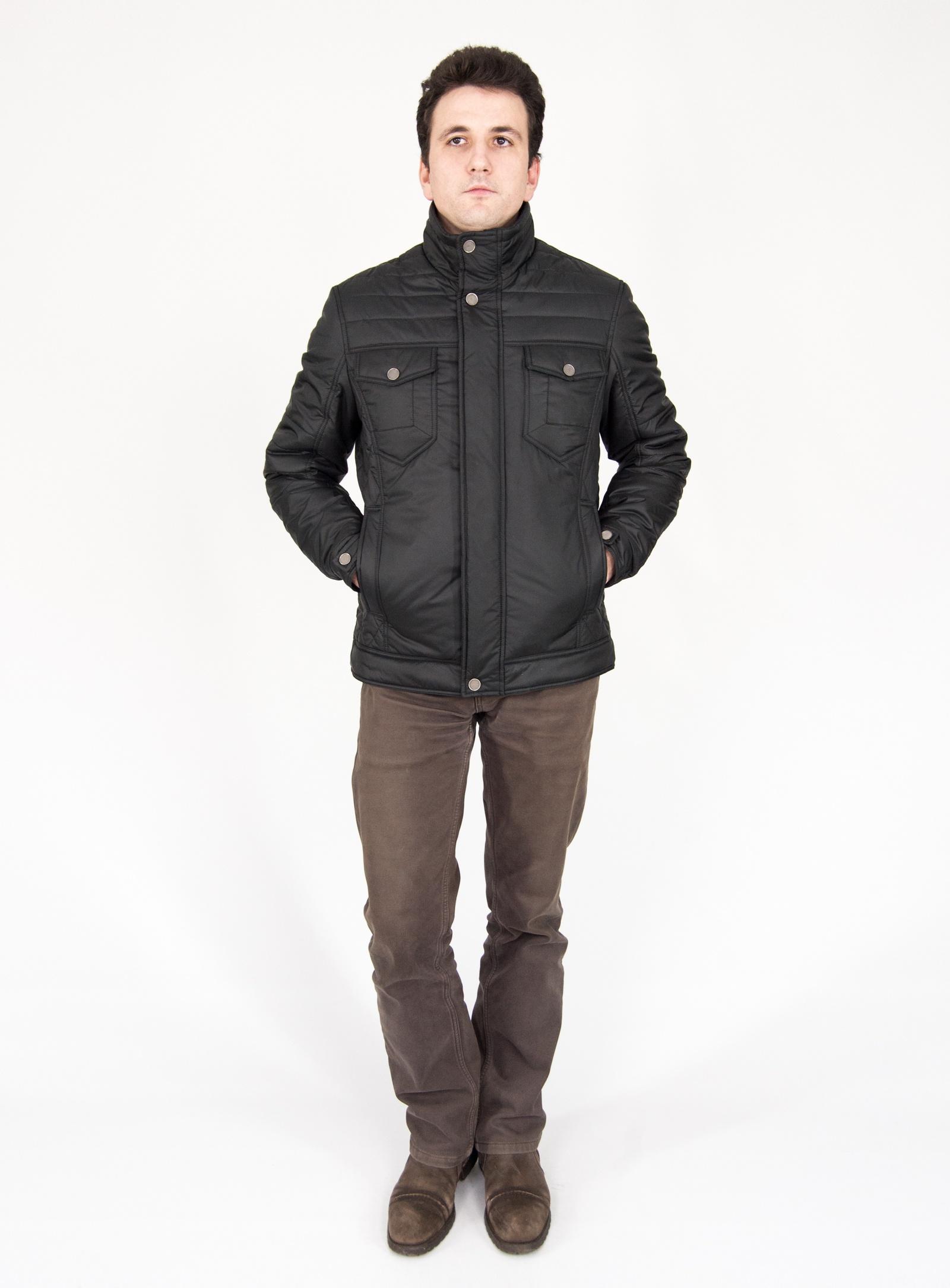 Куртка Naviator 4810893545870, черный 52 размер4810893545870Куртка мужская с центральной застежкой на тесьму-молнию и планку. Планка застегивается на шесть кнопок. Две верхние и одна нижняя – декоративные.Перед состоит из отрезной кокетки, боковых частей. На переде обработаны нагрудные накладные карманы с клапаном, застегивающиеся на декоративную кнопку. В рельефном шве обработан карман с листочкой.Спинка со средним швом, с отрезными кокетками, с отрезными боковыми частями.Рукава втачные. Воротник стойка.Низ куртки обработан поясом.Куртка на подкладке.