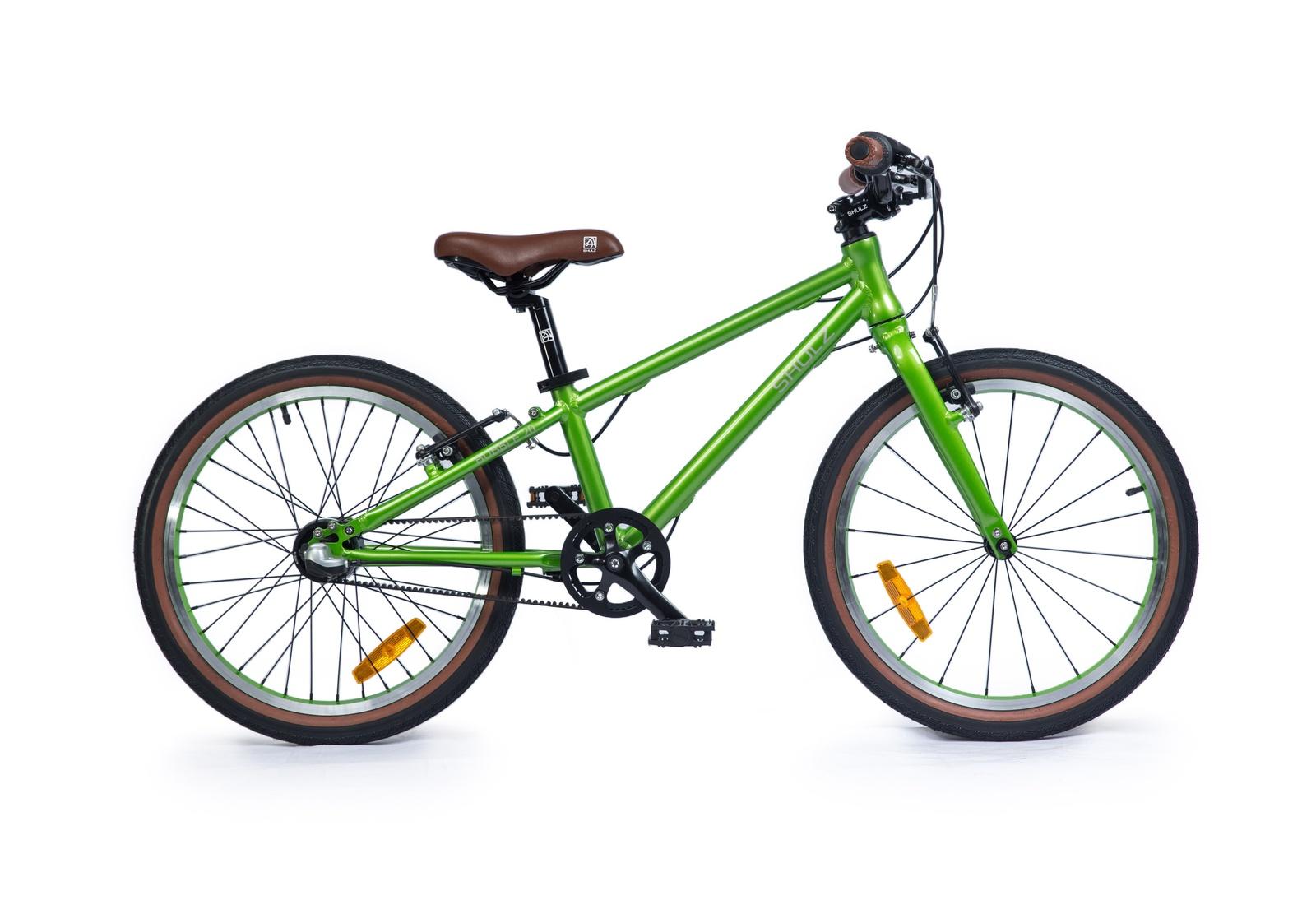 Велосипед Shulz Bubble 20, зеленый2000008314343Легкий и стильный велосипед с простой в обслуживании ременной передачей, которая не только не пачкается, но и делает ход плавным, а также надежной и неприхотливой в использовании планетарной втулкой — ребенок быстро научится переключать скорости и ему будет легче заезжать в горку.Поставляется в разобранном виде, требует финальной сборки и настройки.