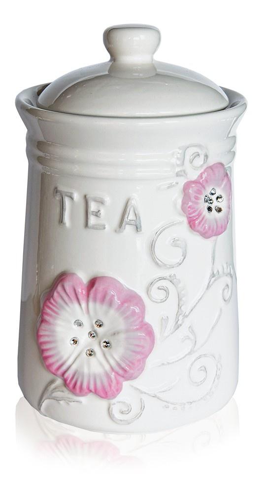 Чай листовой TEABREEZE Подарочная чайницаУТ25239TEABREEZE. Чай в подарочной керамической чайнице. Ассам легко определить по специфическому, пряному, немного цветочному аромату с необычными для чёрного чая медовыми нотками. Может сочетается с молоком, сахаром и лимоном, но для более полного удовольствия от ассамовского послевкусия лучше этого избежать. Для лучшего ощущения послевкусия, после каждого глотка воздух надо выдыхать наполовину через рот, а наполовину через нос. Наградой за это будет легкий солодовый привкус с почти ментоловым свежим оттенком. Состав: чай черный индийский байховый крупнолистовой. Высший сорт.