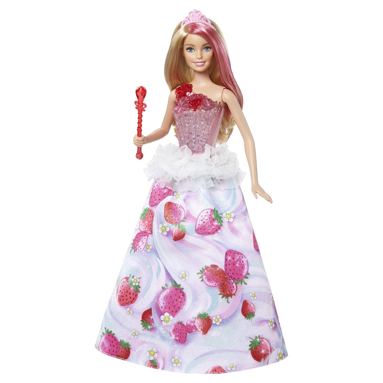 Кукла Barbie Игрушка BARBIE Конфетная принцесса, DYX28DYX28Принцессы Barbie перенесут тебя в волшебное королевство Сладкоград из Barbie Dreamtopia благодаря подсветке и звуку. Попасть в сказку очень легко, просто нажми на волшебную палочку куклы Barbie! Ты услышишь одну из четырех узнаваемых мелодий, например, из титров мультфильма Dreamtopia. А лиф куклы начнет ярко светиться. Кукла-принцесса Barbie носит наряд из королевства Сладкоград, а ее волосы украшает розовая прядь. У роскошного платья — полупрозрачный светящийся корсаж, украшенный бантом. Длинная сверкающая юбка украшена узором из клубничек, цветными завитками и белой баской. В?наборе — кукла-принцесса Сладкограда Barbie Dreamtopia с подсветкой и звуковыми эффектами, в платье и с аксессуарами. Кукла не может стоять без опоры.