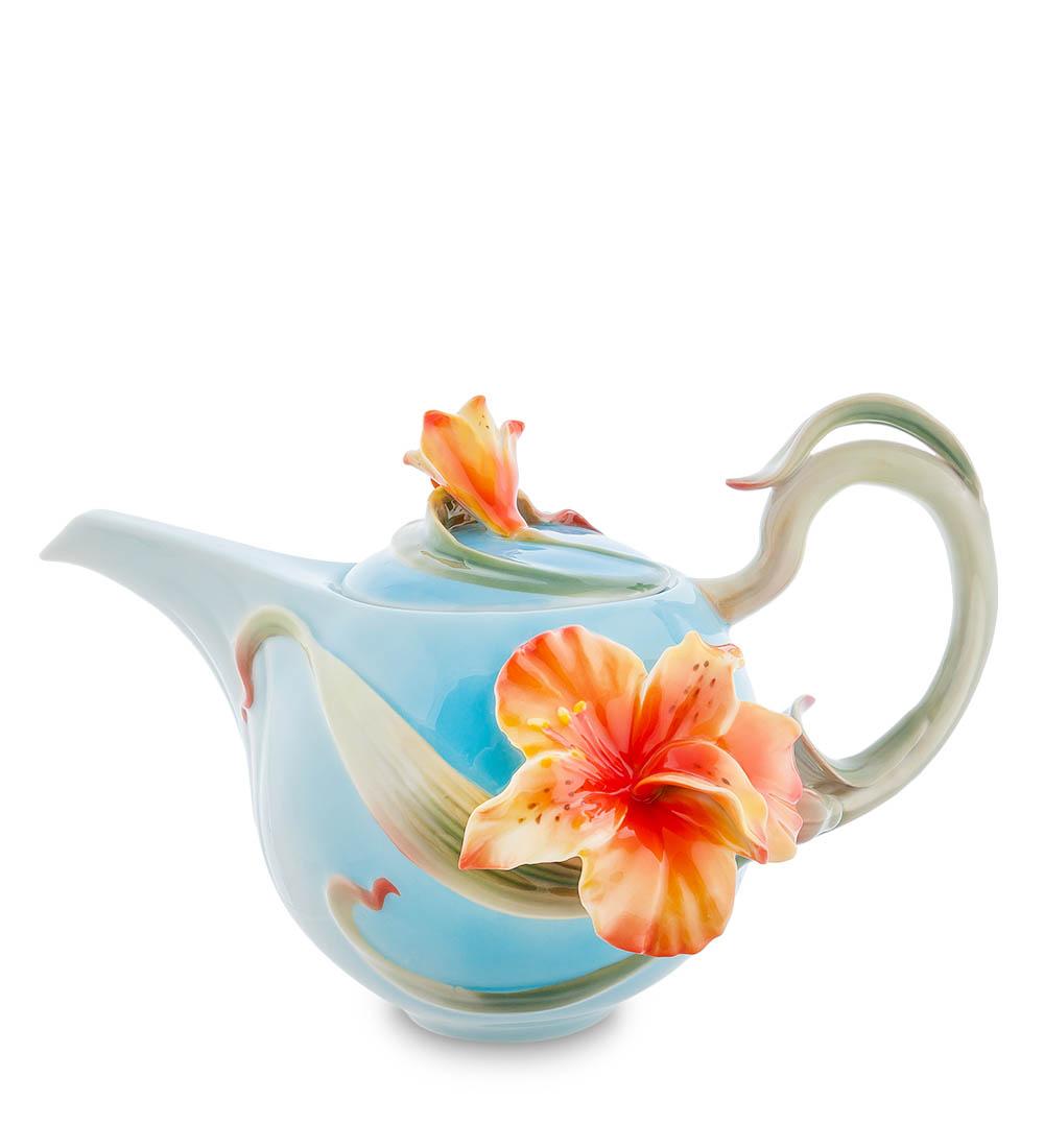 Чайник Гунфу Pavone Лилии FM-05/ 1, 103804103804Чайник для заваривания «Лилии» по мнению его счастливых обладателей, является одним из лучших предметов из фарфора, изготавливаемых итальянским производителем Pavone. Внешний вид заварочного чайника не может не привлечь к себе внимания – нежно-голубой цвет, на котором выделяются яркие оранжевые объемные цветы лилии. Это своего рода произведение современного искусства, изысканное и очаровательное. Сам чайник изготовлен из настоящего фарфора, без примесей свинца и кадмия. Отличается высокой прочностью, а потому прослужит своим владельцам многие-многие годы и будет радовать всех окружающих, которым повезло пить необыкновенно вкусный чай, заваренный в таком чайнике.